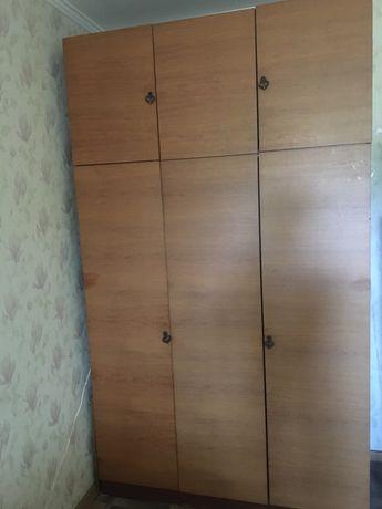 Высокий шкаф б/у
