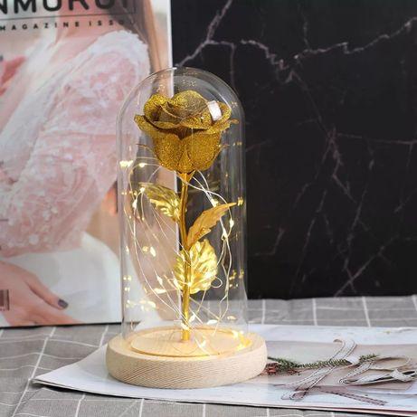 Златна роза в стъкленица