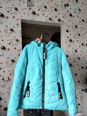 Куртки и платья.