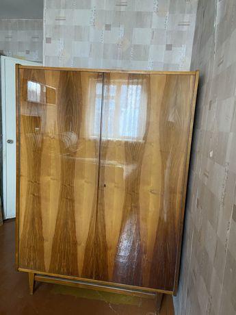Шифоньер деревянный румынский