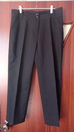 Черные брюки ,и штаны в полоску
