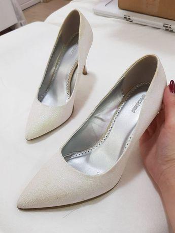 Pantofi dama 38 .