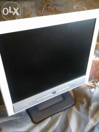 Продавам монитор BenQ 15 инча LCD
