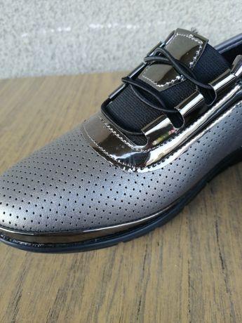 Чисто нови дамски обувки