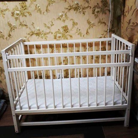 продается детский стульчик и кроватка