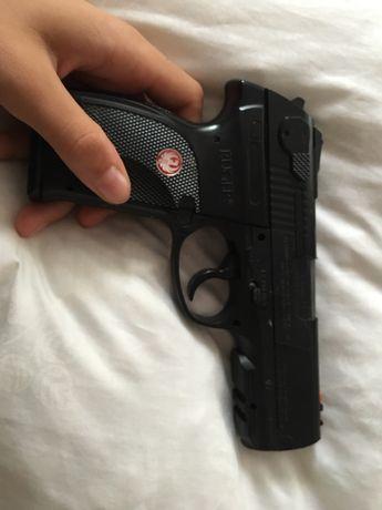Pistol bile cu gaz...