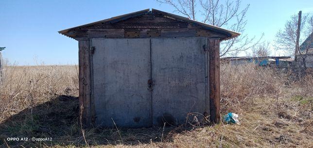 Шпальный гараж и сеновал