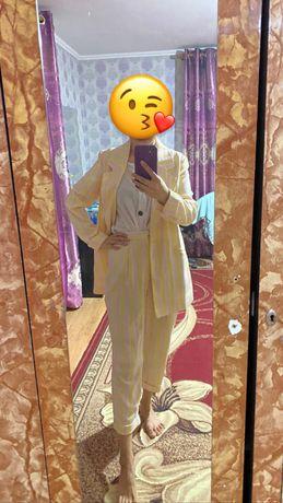 Женская одежда (костюм,брюки)