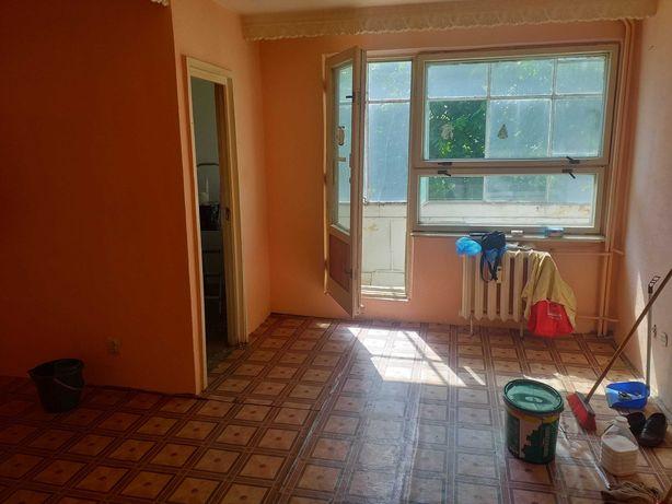 Garsoniera mare 33mp etaj 1 Darmanesti Adridan balcon luminoasa soare