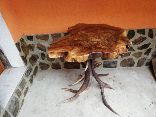 Masa de nuc cu picioare din coarne de cerb
