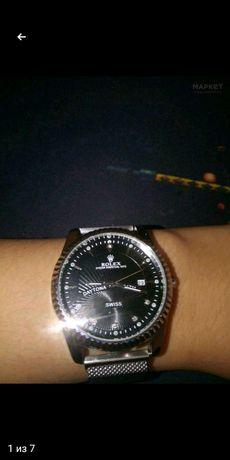 Продаю классические часы Rolex, в отличном состоянии торг есть!