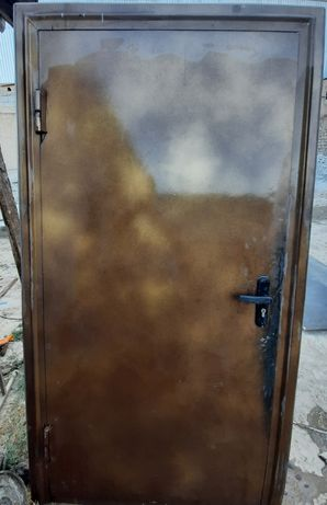Темір есік. дверь
