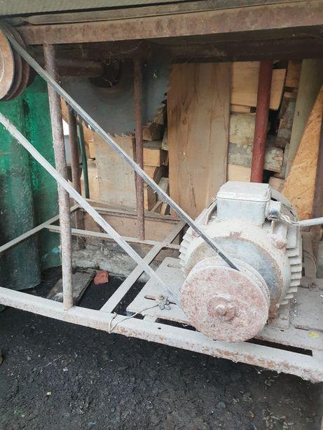 Motor trifazic cu circular