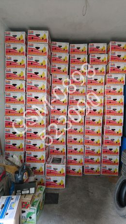 """ЗДРАВИ,ЧИСТО НОВИ кашони от банани и пластмасови касетки """"кубчета"""""""