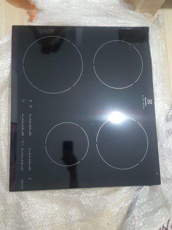 Варочная поверхность. В подарок две сковороды от бренда  ELECTROLUX!!!