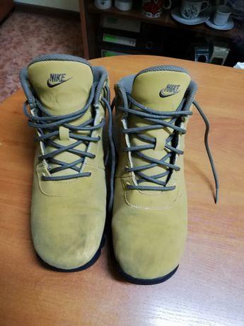 продавам: Дамски зимни обувки NIKE н38
