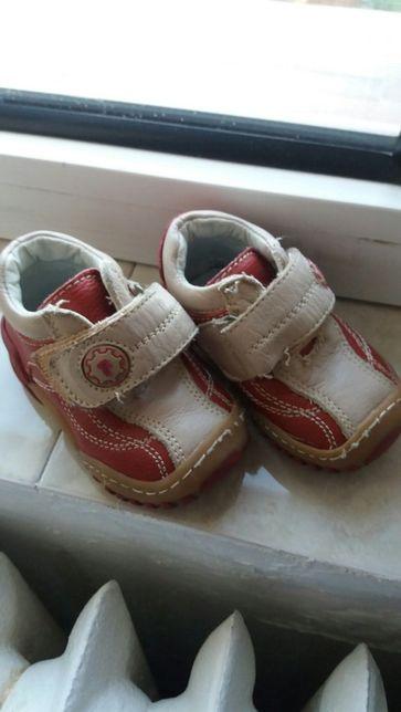 Vând pantofi sport, unisex