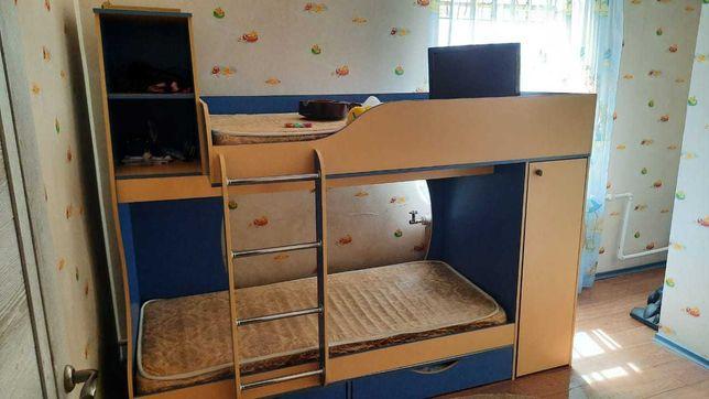 Продам двухуровневую кровать
