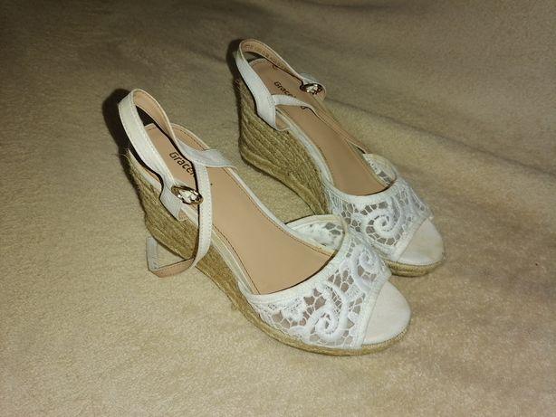 Sandale dama albe cu broderie/platforma, nr 36