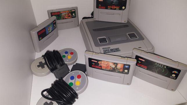 Super Nintendo SNES complet cu 2 joisticuri plus jocuri are 25 de ani