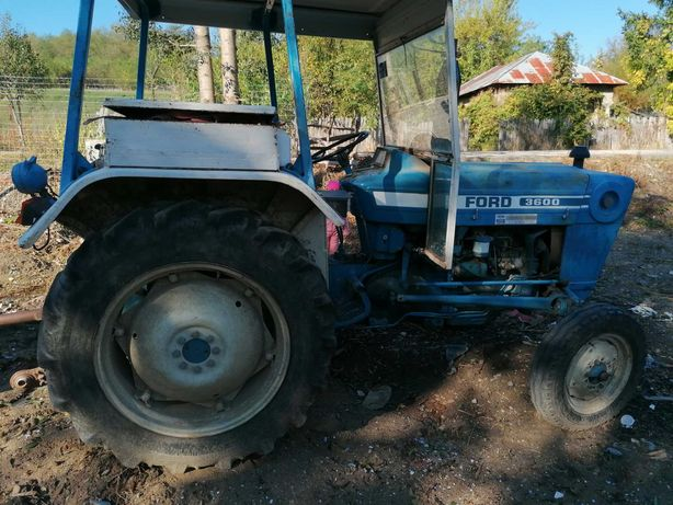 Vând tractor ford 3600