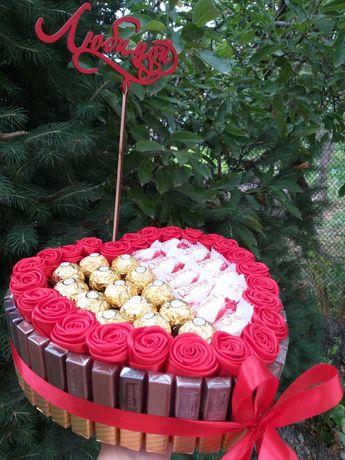 Доставка цветов и шаров.Подарочная коробка со сладостями.