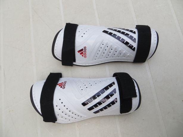 Protectie gambe fotbal ADIDAS, produs NOU, original si ciorapi gambe