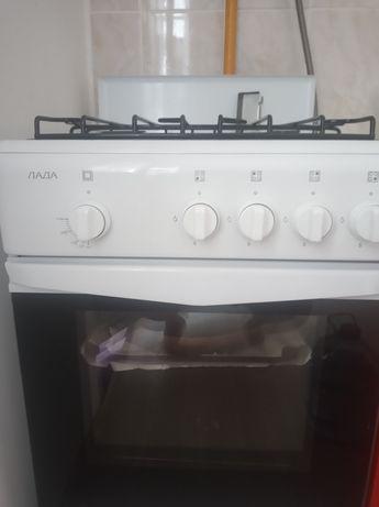 Продам почти новую газовую плиту
