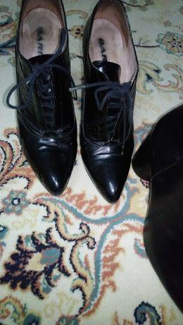 Обувки естествен лак номер 38на  фирма Daris