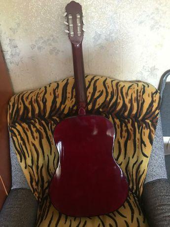 Продам классическую гитару. 20.000тг или обмен.