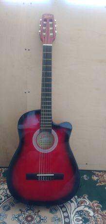 Продаю акустическую гитару