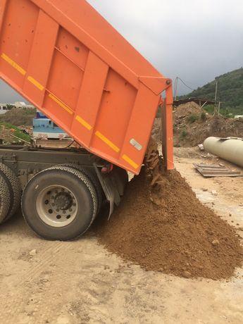 Щебень, песок, отсев, глина.