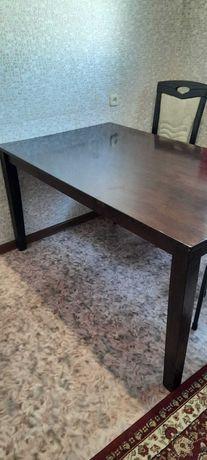 Лакированный качественный стол