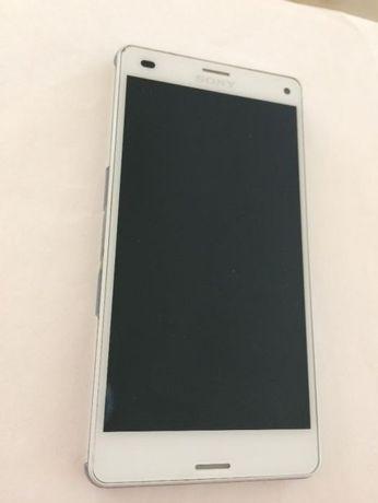 Оригинален дисплей с тъч скрийн и рамка Sony Xperia Z3 Compact бял