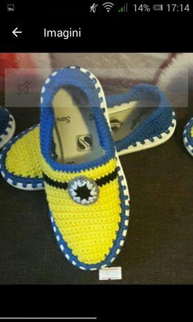 Papuci crosetati manual pentru orice varsta 2