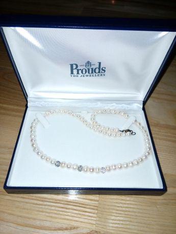 colier+bratara-perle Prouds the Jewellers Australia, 200 lei/120 lei.