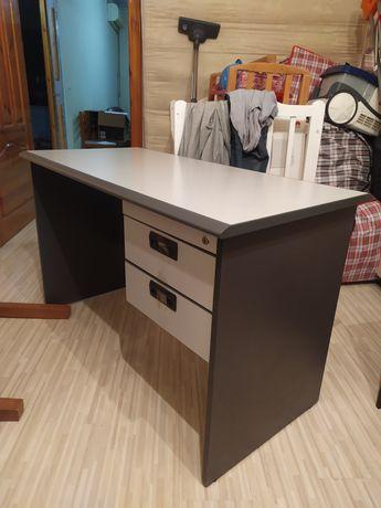 Качественный стол (офисный, письменный)