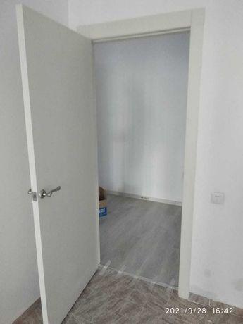 Продам дверь, срочно. Дали с купленной квартирой в чистовой. Новый