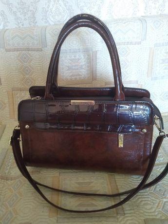 Женская сумка светло-коричнего цвета