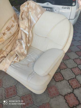 Продам диван и 2кресла