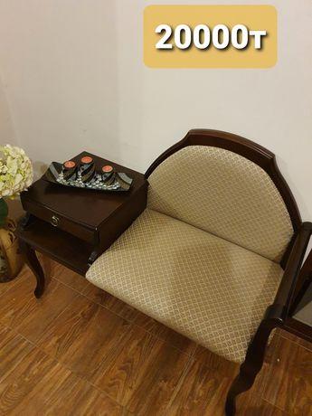Продаю тумбу/стол/ кресло для прихожей