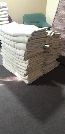 Двухьярусный кровать и матрасы, подушки, одеало