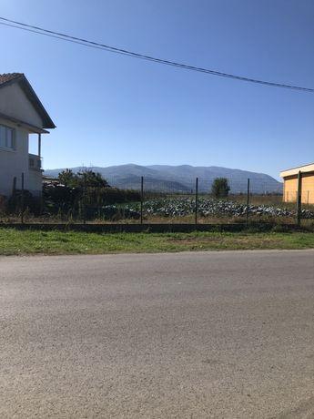Земеделска земя-имот 1 700 кв.м. на 80 км от София