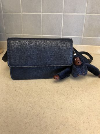Мини сумочка с брелком обезьянкой. Размер 17*10*5