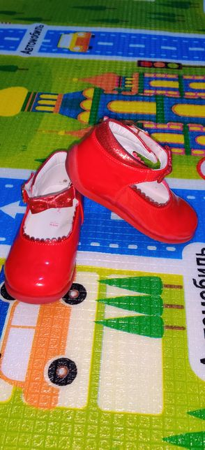 Туфли лакированные и сандали