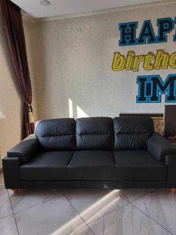 Продам кожаный чёрный диван