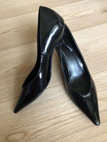 Нови обувки Bershka
