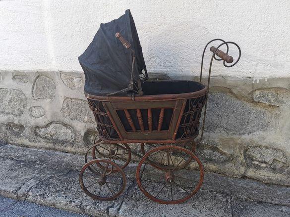 Много стара детска количка