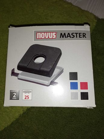 Perforator de birou Novus