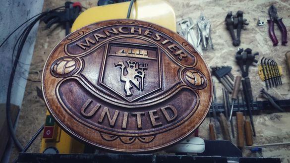 Manchester united емблема дърворезба